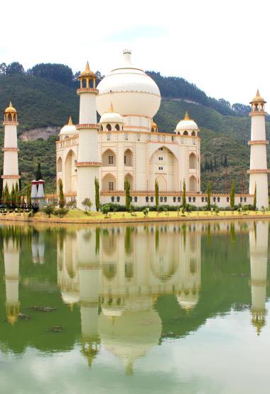 The Taj Mahal replica in Jaime Duque Park.